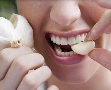 Πώς να απαλλαγείτε από την αναπνοή σκόρδου