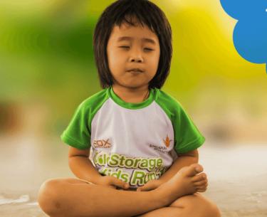 Η σχολική γιόγκα βοηθά τα παιδιά να διαχειριστούν καλύτερα το άγχος και το άγχος