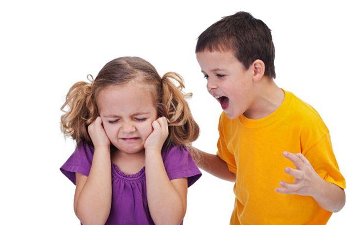 Όταν το παιδί μας ζηλεύει το μικρό του αδερφό